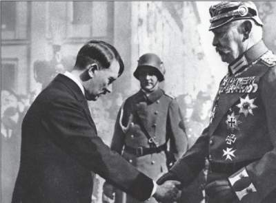 Adolf Hitler begrüßt Reichs präsident Paul von Hindenburg