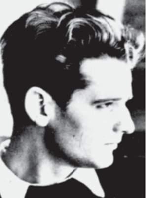 """Hans Scholl (24) wird zusammen mit seiner Schwester beim Verteilen von Flugblättern der """"Weißen Rose"""" verhaftet."""